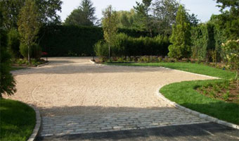 Southampton Driveway Contractor Pebble Stone Gravel